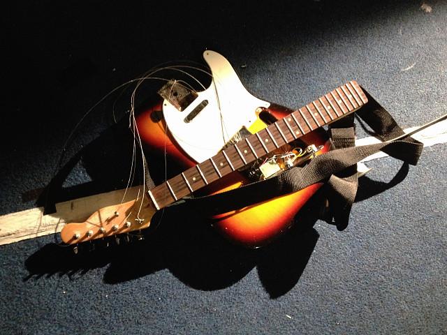 guitar destrozada